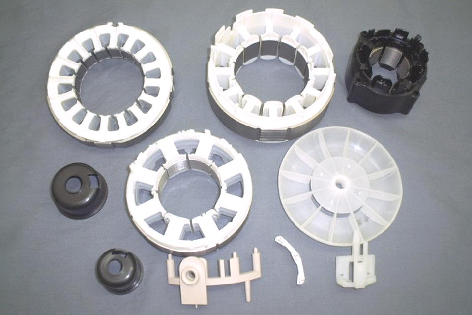 インサートコアと樹脂成形部品